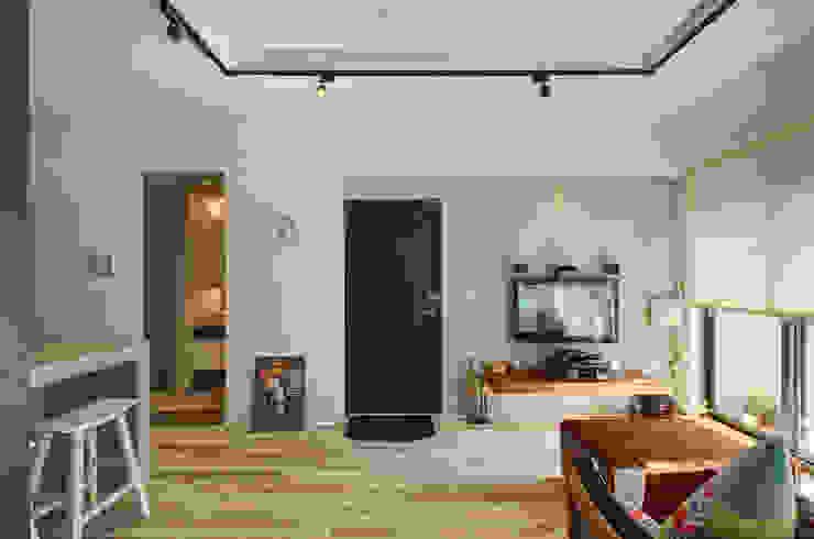自由穿梭 別有洞天 亞洲風玄關、階梯與走廊 根據 邑舍室內裝修設計工程有限公司 日式風、東方風