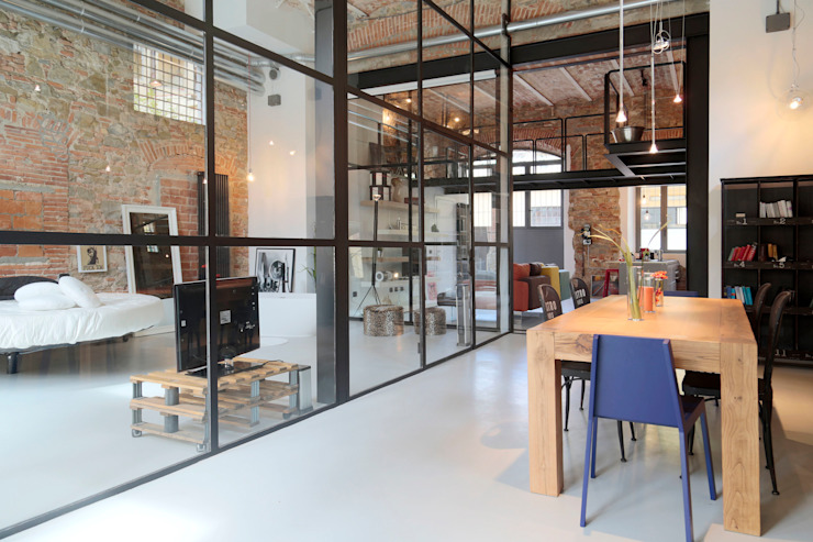 Industrial style dining room by Soffici e Galgani Architetti Industrial