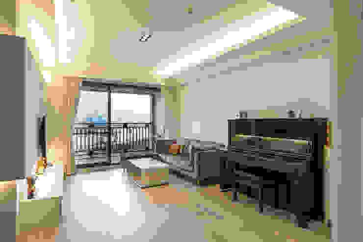 北歐生活-悅河觀景 富亞室內裝修設計工程有限公司 客廳 塑木複合材料 Beige