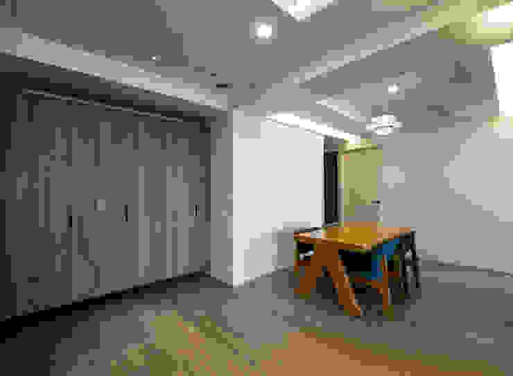 北歐生活-悅河觀景 富亞室內裝修設計工程有限公司 斯堪的納維亞風格的走廊,走廊和樓梯 MDF Grey