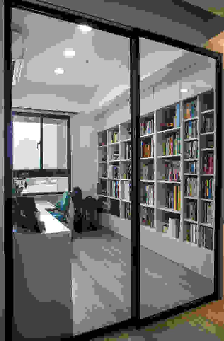 北歐生活-悅河觀景 富亞室內裝修設計工程有限公司 書房/辦公室 金屬 Black