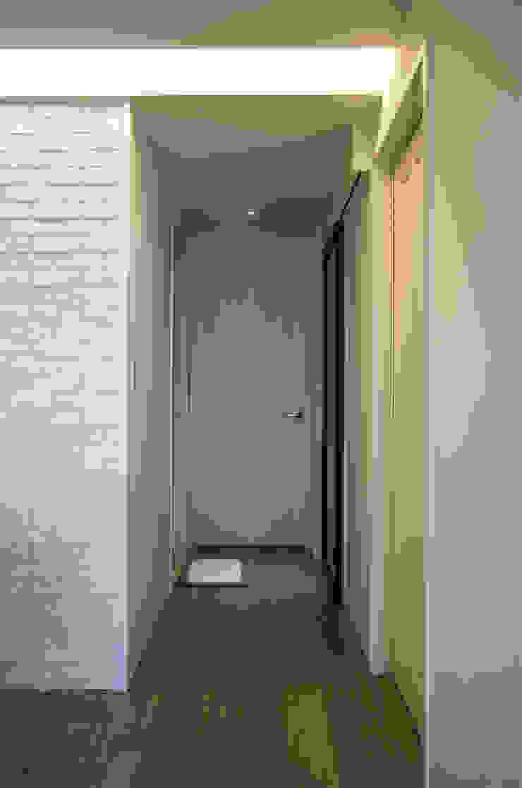 北歐生活-悅河觀景 富亞室內裝修設計工程有限公司 斯堪的納維亞風格的走廊,走廊和樓梯 石板 Beige