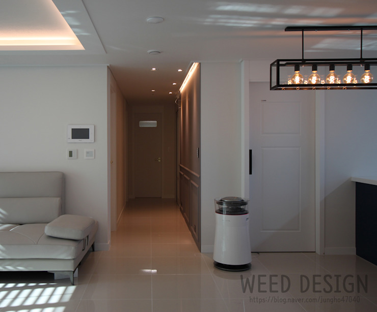 Modern Corridor, Hallway and Staircase by 윈디자인 Modern