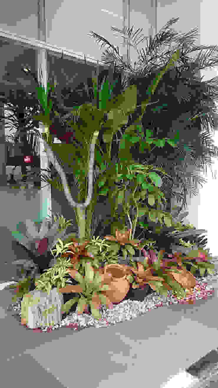 Taman kering depan gedung Hotel Minimalis Oleh Gardener Landscape Minimalis