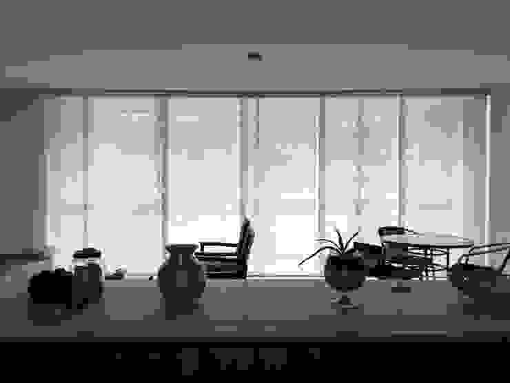 Panel japonés en screen de Casa Victoria persianas Moderno