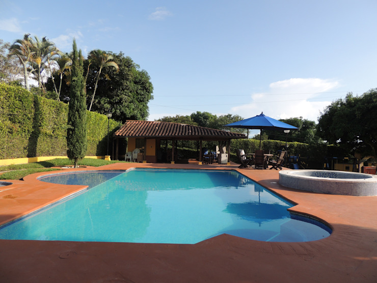 CIENTO ONCE INMOBILIARIA Rustic style pool