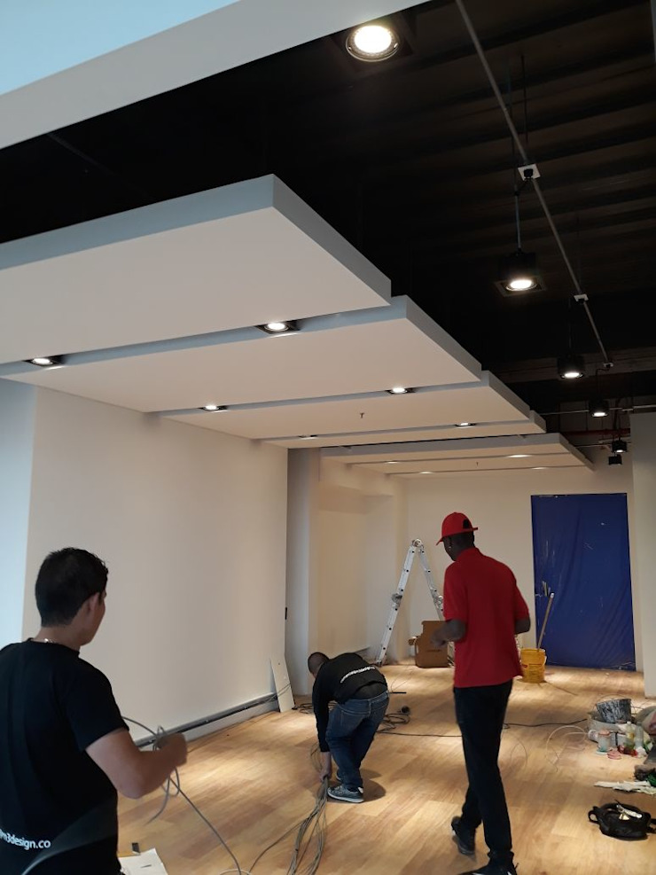 Divisiones en vidrio para oficina. Estudios y despachos de estilo moderno de vidrios pardo Moderno Vidrio
