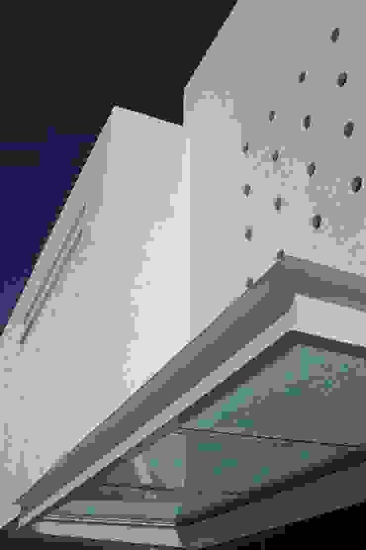 Taller A3 SC Rumah tinggal Besi/Baja White