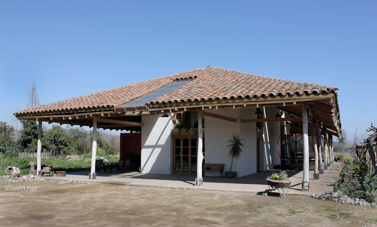 Casas de estilo colonial de ALIWEN arquitectura & construcción sustentable - Santiago Colonial