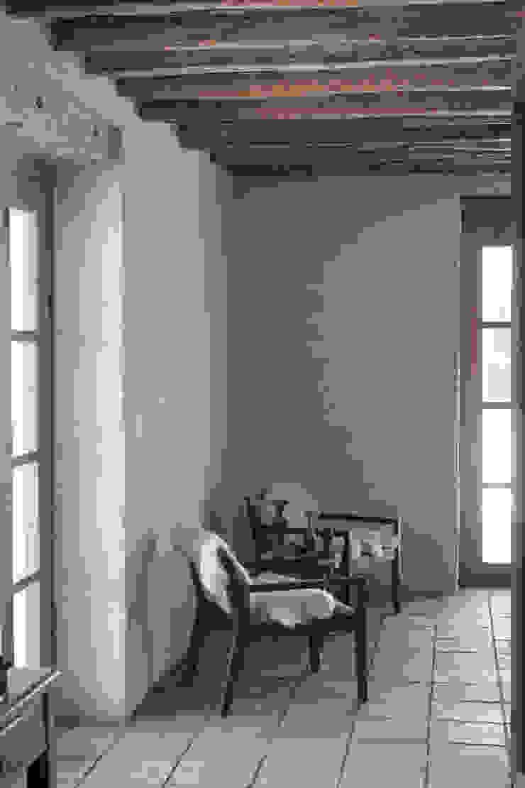 Salas de estilo colonial de ALIWEN arquitectura & construcción sustentable - Santiago Colonial