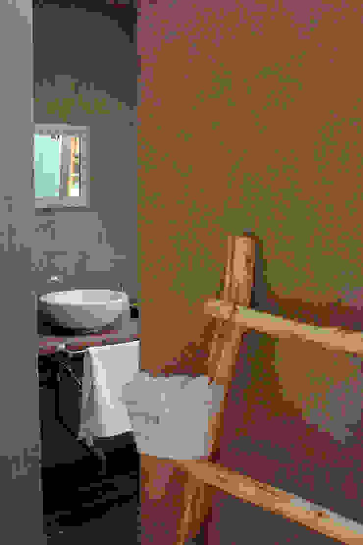 Baños de estilo colonial de ALIWEN arquitectura & construcción sustentable - Santiago Colonial