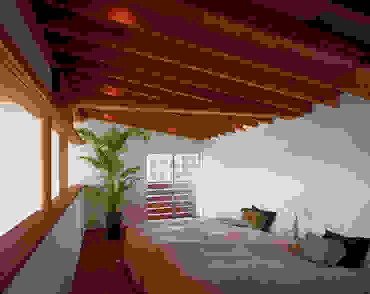海の見える丘の家 モダンスタイルの寝室 の 西島正樹/プライム一級建築士事務所 モダン