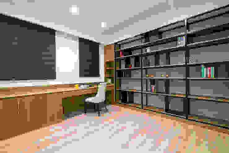 典雅鄉村-霞公錧 根據 富亞室內裝修設計工程有限公司 現代風 複合木地板 Transparent