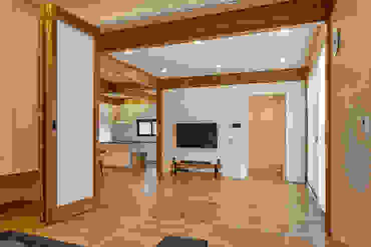 SQUARE & TRIANGLE HOUSE 모던스타일 거실 by Studio 李心田心 스튜디오 이심전심 건축사 사무소 모던