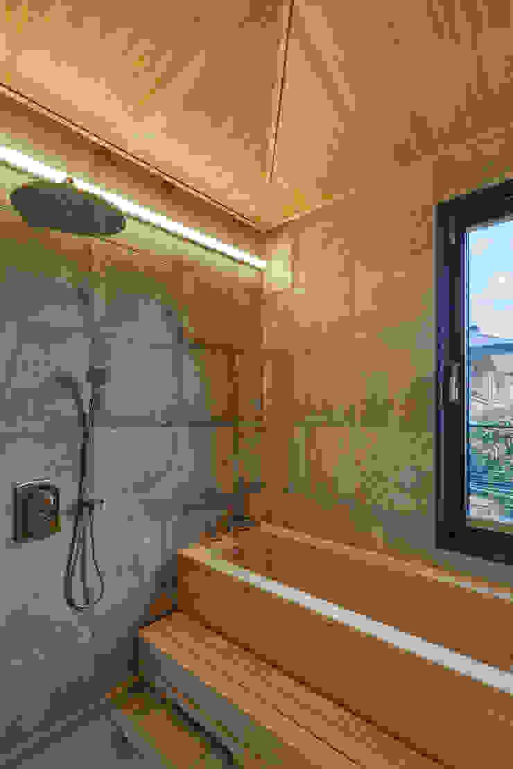 SQUARE & TRIANGLE HOUSE 모던스타일 욕실 by Studio 李心田心 스튜디오 이심전심 건축사 사무소 모던