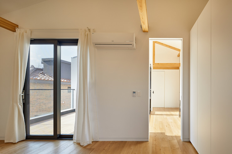 SQUARE & TRIANGLE HOUSE 모던스타일 드레싱 룸 by Studio 李心田心 스튜디오 이심전심 건축사 사무소 모던