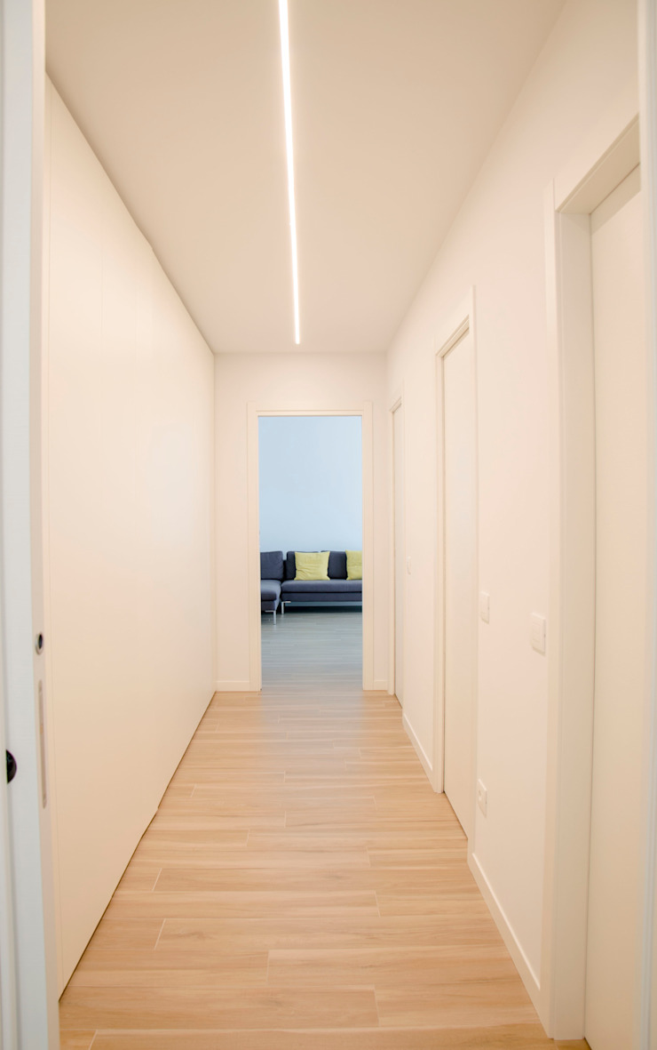 BIANCOACOLORI Minimalist corridor, hallway & stairs