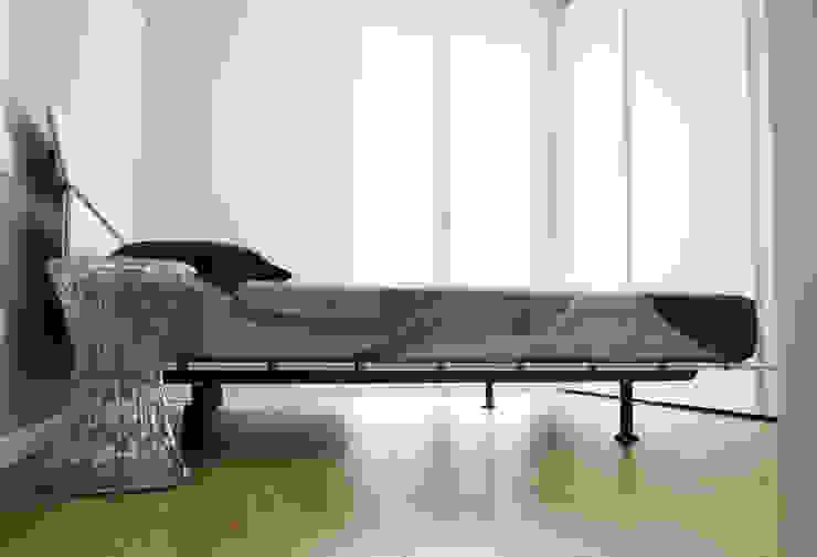 BIANCOACOLORI Minimalist bedroom
