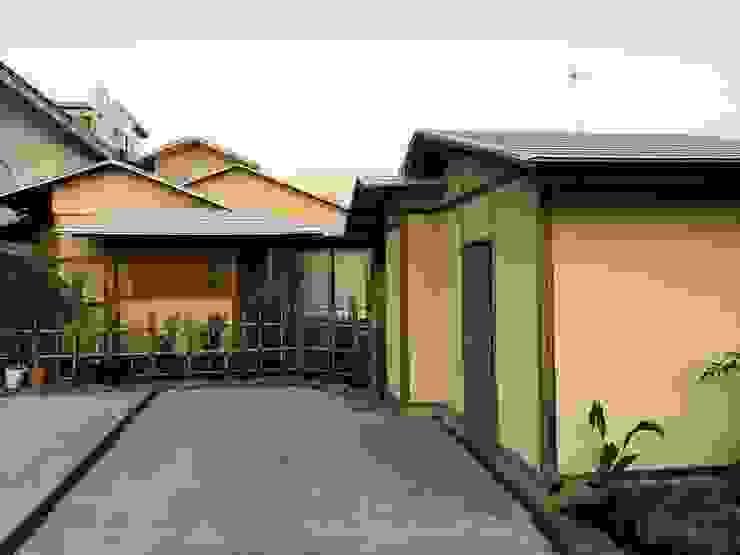 Vườn phong cách châu Á bởi 株式会社高野設計工房 Châu Á
