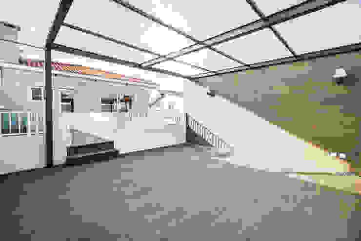 Balkon, Beranda & Teras Modern Oleh SHI Studio, Sheila Moura Azevedo Interior Design Modern