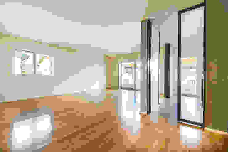 Ruang Keluarga Modern Oleh SHI Studio, Sheila Moura Azevedo Interior Design Modern