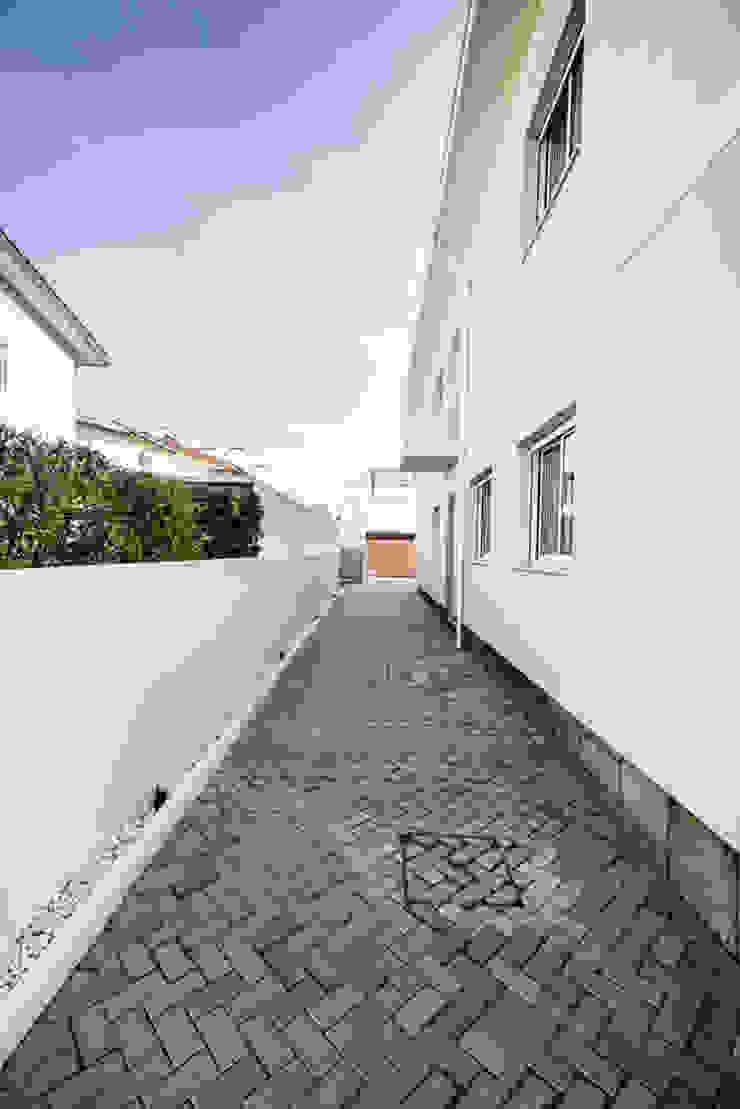 Corredor exterior - T3 em Leça da Palmeira - SHI Studio Interior Design ShiStudio Interior Design Habitações multifamiliares