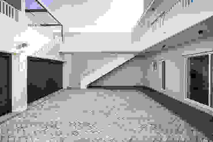 Pátio | Garagem - T3 em Leça da Palmeira - SHI Studio Interior Design ShiStudio Interior Design Pavimentos