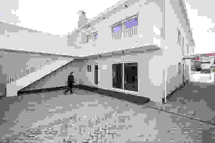 Pátio | Fachada - T3 em Leça da Palmeira - SHI Studio Interior Design ShiStudio Interior Design Pavimentos