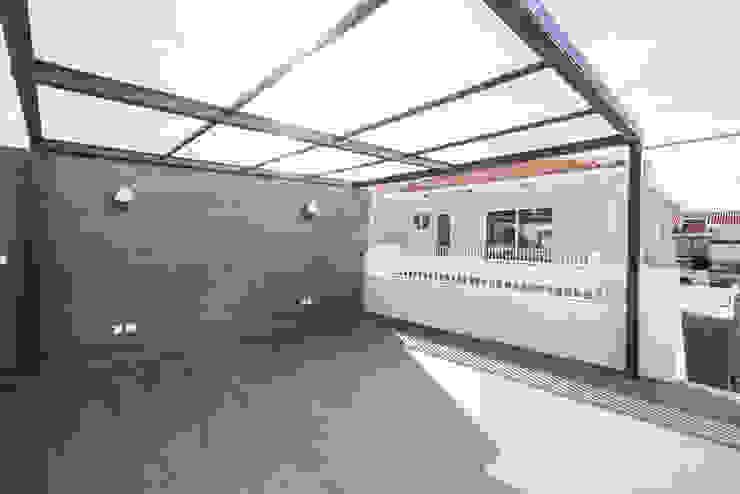 Terraço coberto - T3 em Leça da Palmeira - SHI Studio Interior Design ShiStudio Interior Design Varandas, marquises e terraços modernos