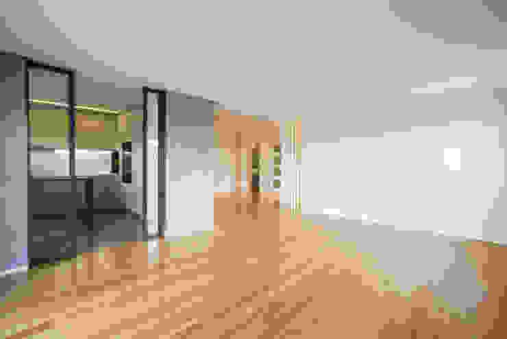 Sala | Cozinha - T3 em Leça da Palmeira - SHI Studio Interior Design ShiStudio Interior Design Salas de jantar modernas