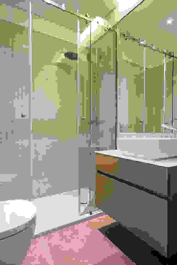 WC - T3 em Leça da Palmeira - SHI Studio Interior Design ShiStudio Interior Design Casas de banho modernas