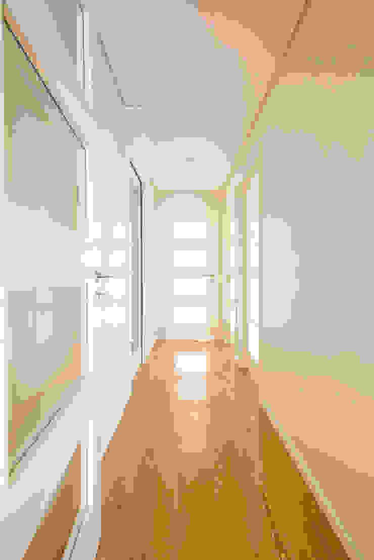 Entrada - T3 em Leça da Palmeira - SHI Studio Interior Design ShiStudio Interior Design Corredores, halls e escadas modernos