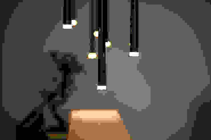 Leuchten im Empfangsbereich :  Bürogebäude von Kaldma Interiors - Interior Design aus Karlsruhe,Modern