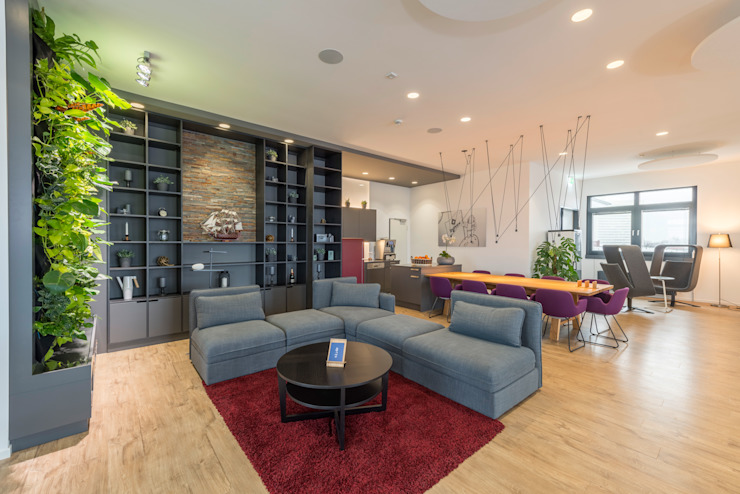 Küchen- und Aufenthaltsbereich, sowie Eventfläche Moderne Bürogebäude von Kaldma Interiors - Interior Design aus Karlsruhe Modern
