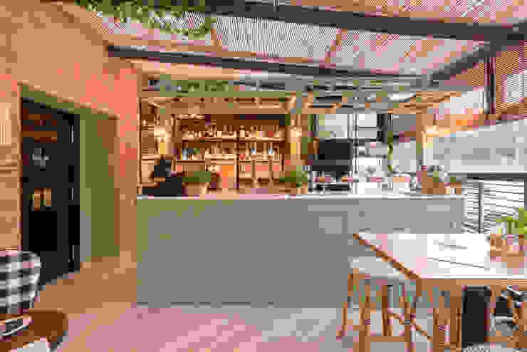 barra restaurante: Cocinas de estilo  de Loema Reformas Integrales Madrid