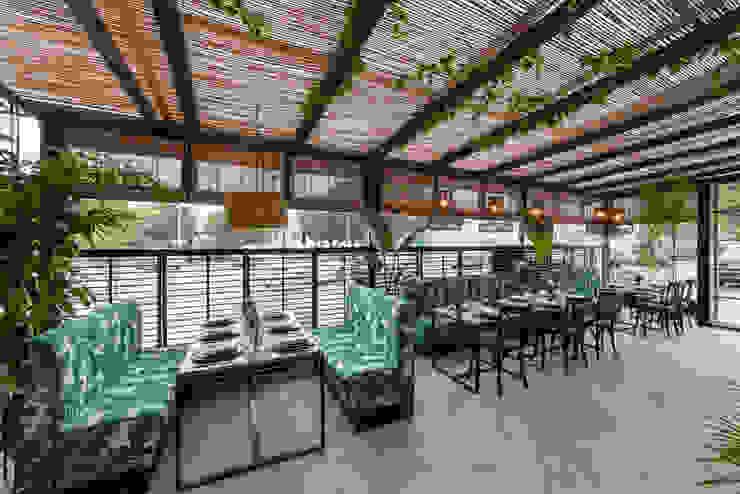 terraza restaurante: Comedores de estilo  de Loema Reformas Integrales Madrid