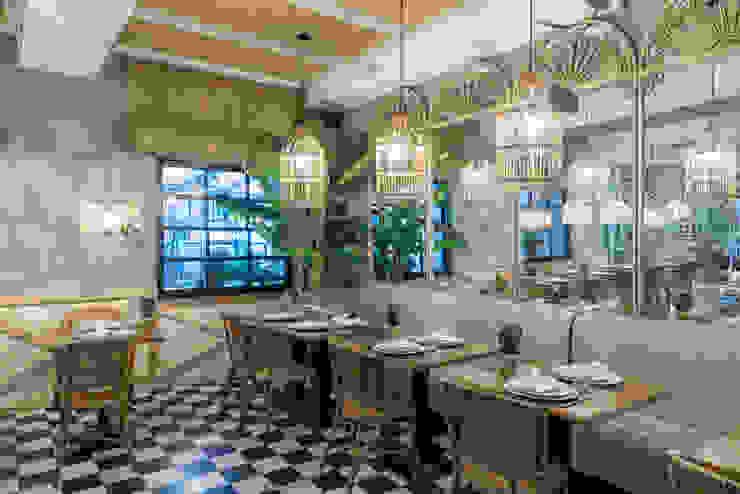 restaurante ventanales : Comedores de estilo  de Loema Reformas Integrales Madrid