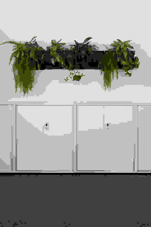 Raumbegrünung als Wandgestaltung Ausgefallene Bürogebäude von Kaldma Interiors - Interior Design aus Karlsruhe Ausgefallen
