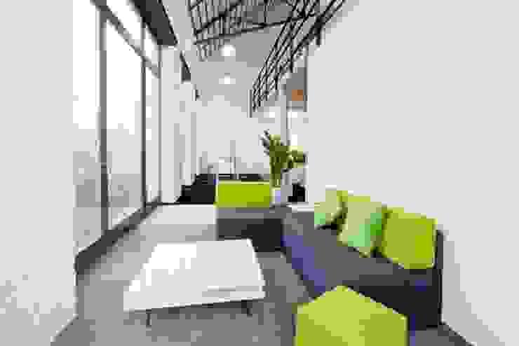 Kommunikationszonen innerhalb des Open Space Moderne Bürogebäude von Kaldma Interiors - Interior Design aus Karlsruhe Modern
