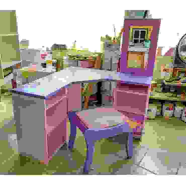 Practico escritorio en esquina con espejo de camas y literas infantiles kids world Moderno Derivados de madera Transparente
