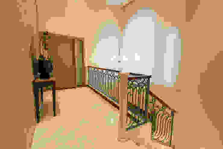 Pasillos, vestíbulos y escaleras eclécticos de Luis Barberis Arquitectos Ecléctico Mármol