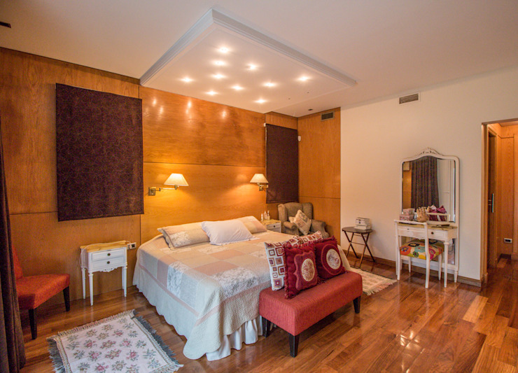 Eclectic style bedroom by Luis Barberis Arquitectos Eclectic