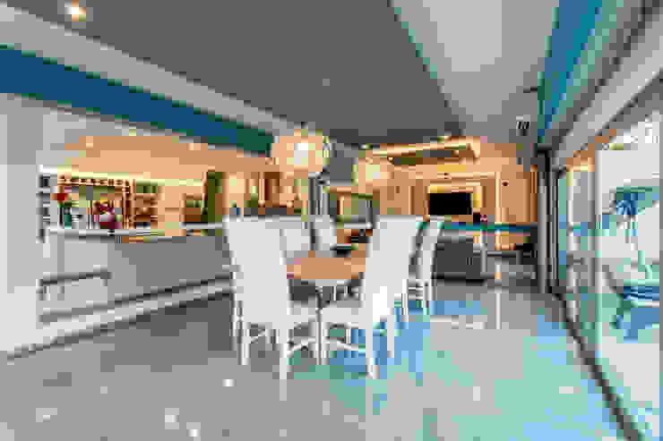 Minimalist dining room by Luis Barberis Arquitectos Minimalist