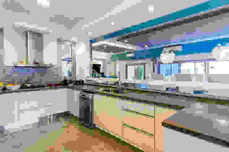 Casa RB Cocinas minimalistas de Luis Barberis Arquitectos Minimalista