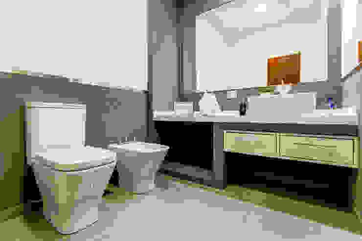 Minimalist bathroom by Luis Barberis Arquitectos Minimalist