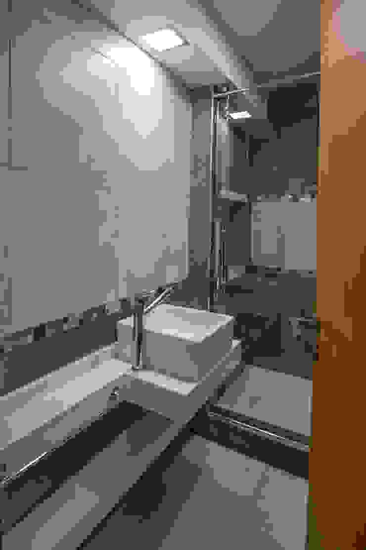 by Luis Barberis Arquitectos Мінімалістичний