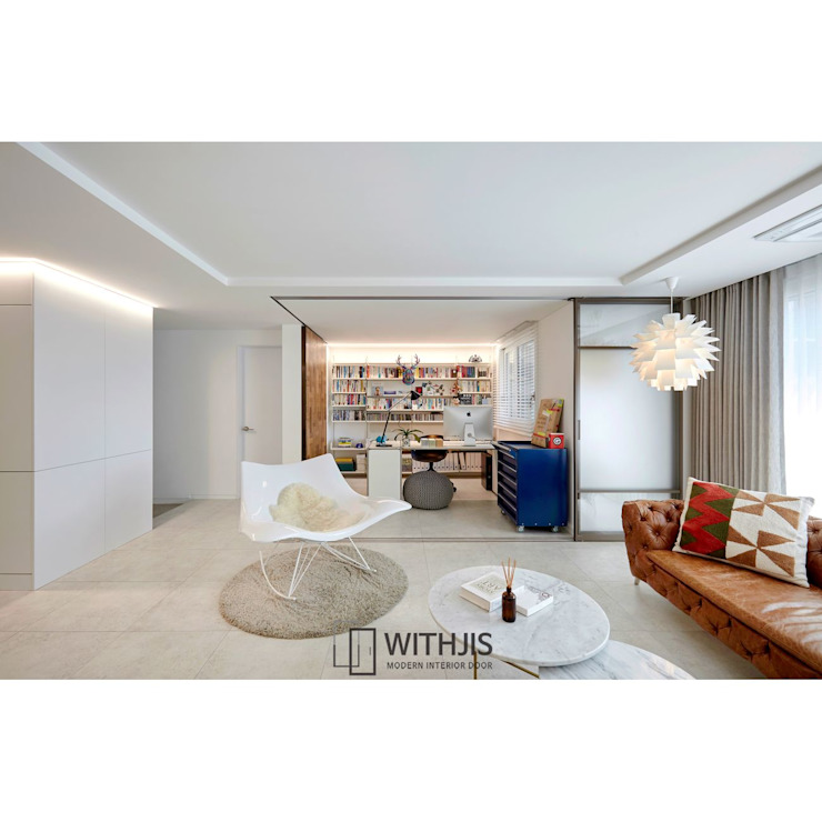 Modern living room by WITHJIS(위드지스) Modern Aluminium/Zinc
