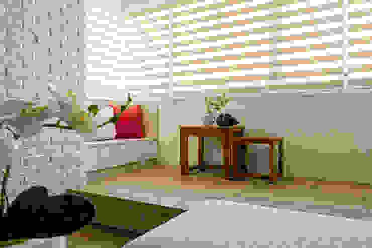自然質樸-翊盛新天地 富亞室內裝修設計工程有限公司 客廳 複合木地板 Wood effect