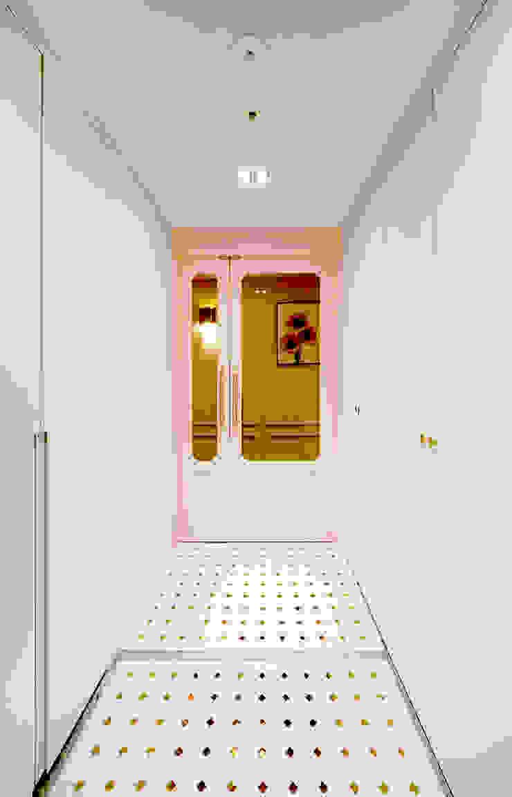 컬러풀 뉴트로하우스 에클레틱 복도, 현관 & 계단 by 디자인 아버 에클레틱 (Eclectic)