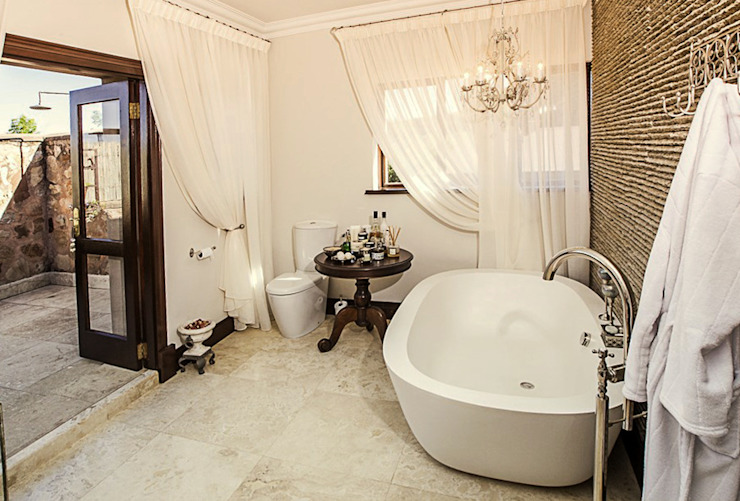 Colonial style bathroom by JSD Interiors Colonial
